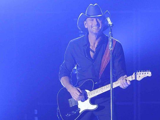 "Tim McGraw performs ""Shotgun Rider"" at the 2014 CMA"