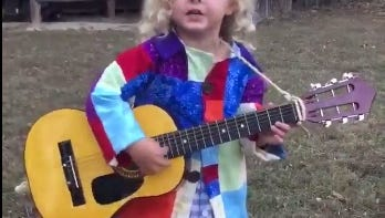 """Emily Ann Roberts posted a video of her boyfriend's niece singing the Dolly Parton classic """"Coat of Many Colors."""""""