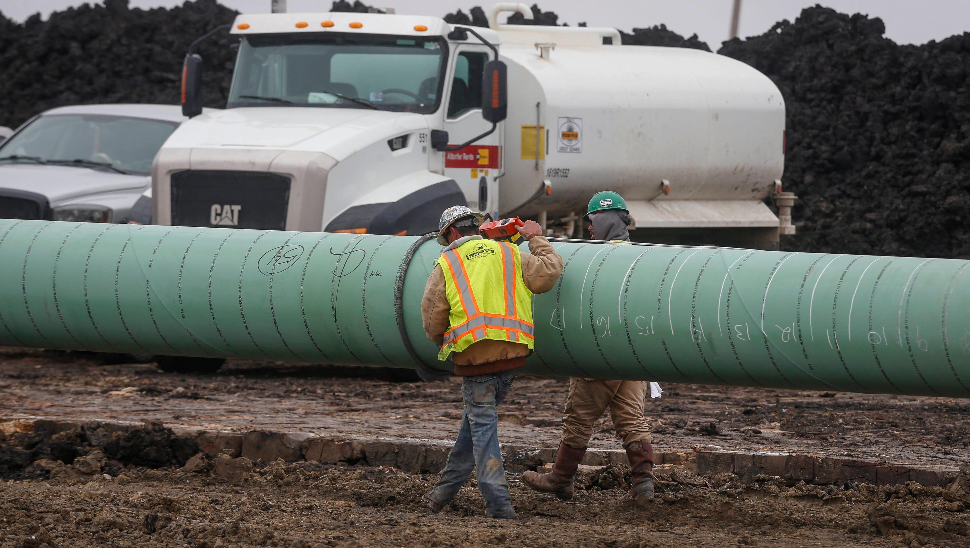 Spills plague Dakota Access pipeline builders, environmental groups find