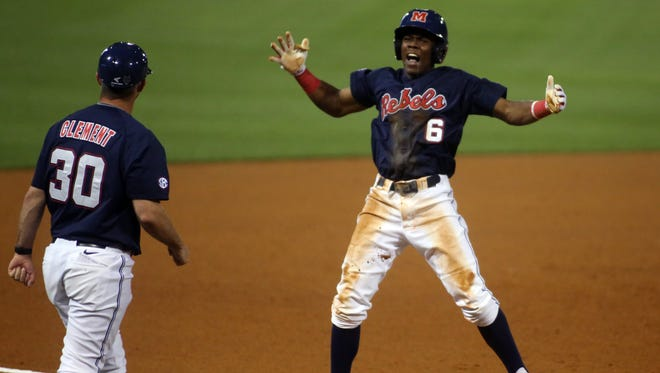 Shortstop Errol Robinson (6) signed with the Los Angeles Dodgers on Tuesday night.