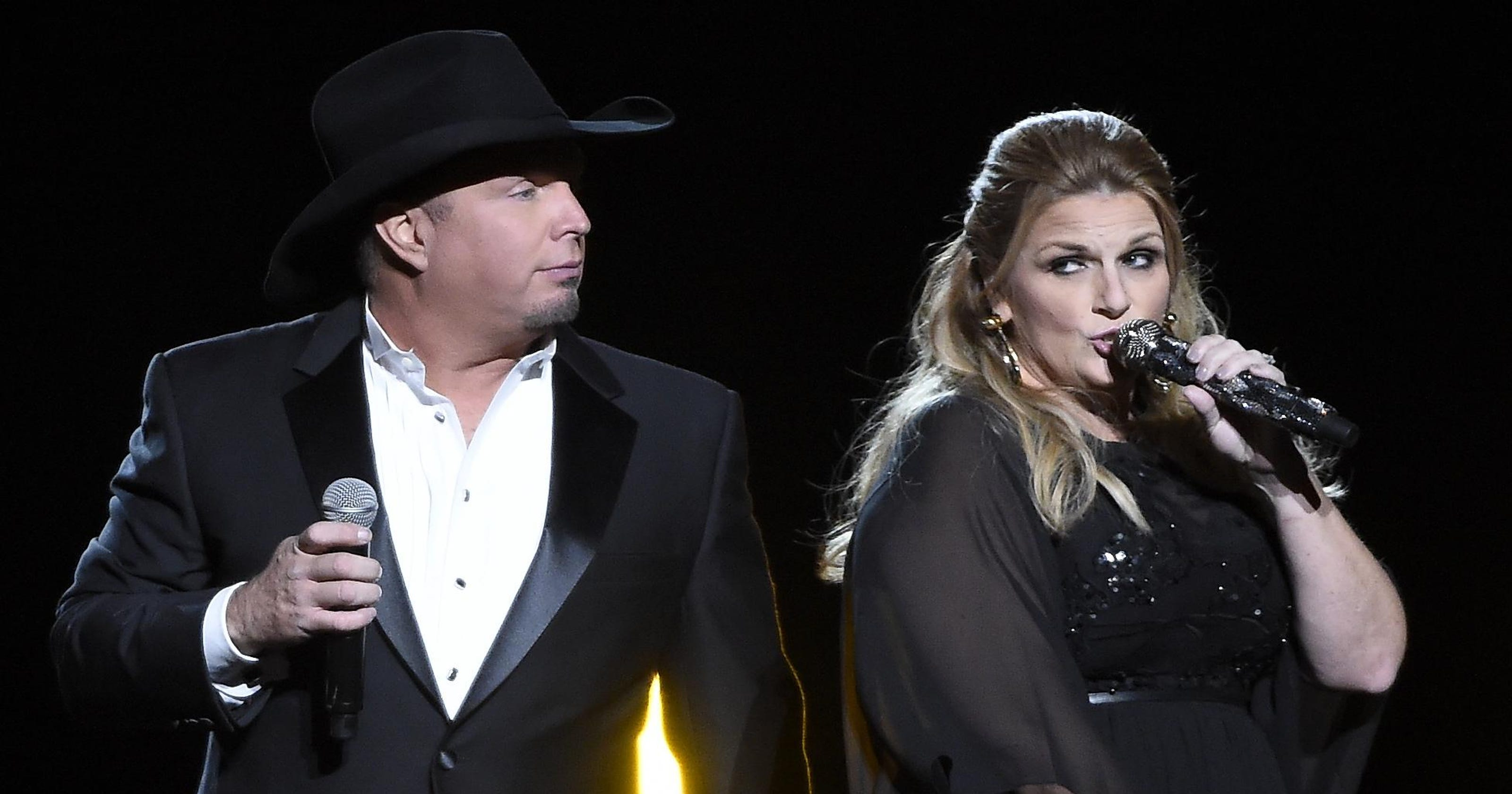 Garth Brooks Resurrects 90s Country Radio At World Tour