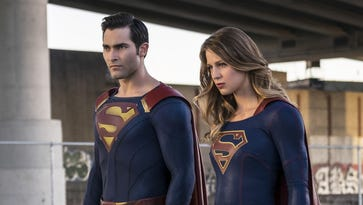 Tyler Hoechlin and Melissa Benoist in 'Supergirl' on CW.