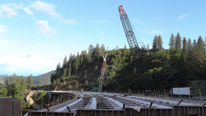 Four months after crews discovered problems with the arches that support an Interstate 5 bridge replacement project, construction may soon resume.