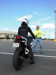 An instructor gives immediate feedback.