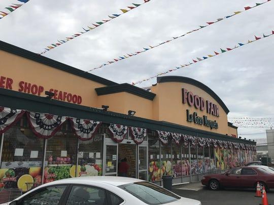 Food Fair La Gran Marqueta in Paterson, the location