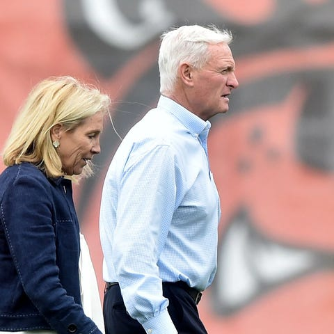 Browns owner Jimmy Haslam and wife Dee hope to...