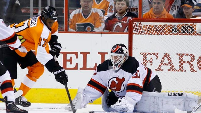 Devils goalie Martin Brodeur blocks a shot by the Flyers' Wayne Simmonds in the first period Tuesday.