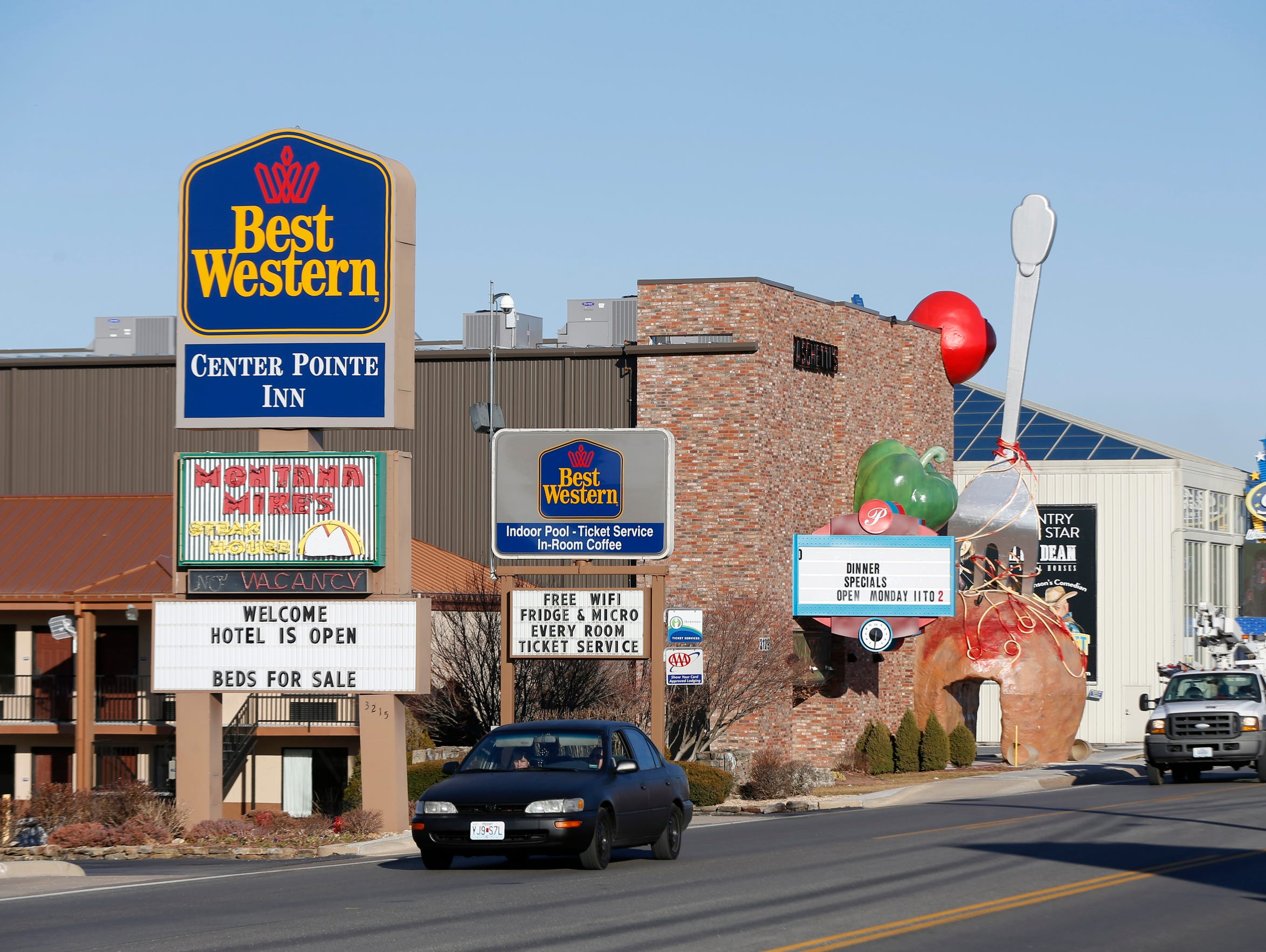 The Best Western Center Pointe Inn is located at 3215