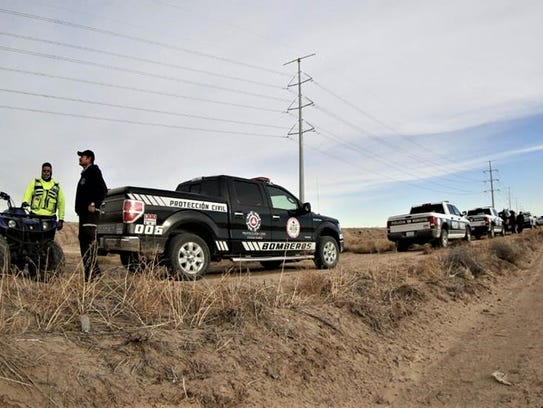 Juárez firefighters and police officers search for