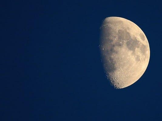moon_4357514_ver1..jpg