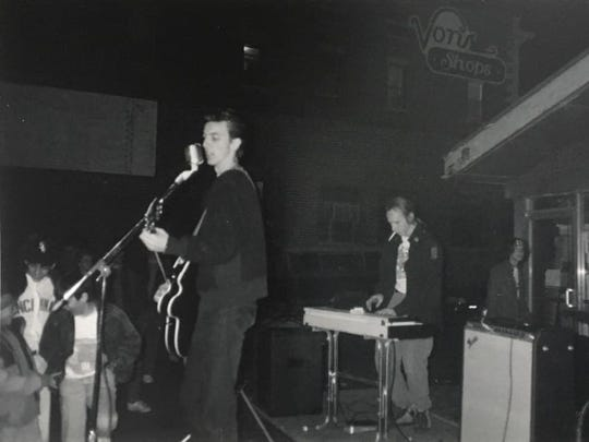 Jay McDowell, left, John Delworth and the Shindigs play an early-'90s show in the Von's parking lot behind Chauncey Hill Mall.