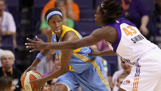 PHOENIX, AZ - JULY 01:  Michelle Snow #2 of the Chicago Sky handles the ball against the Phoenix Mercury during the WNBA game at US Airways Center on July 1, 2011 in Phoenix, Arizona. The Mercury defeated the Sky 97-84.  NOTE TO USER: User expressly acknowledges and agrees that, by downloading and or using this photograph, User is consenting to the terms and conditions of the Getty Images License Agreement.  (Photo by Christian Petersen/Getty Images)