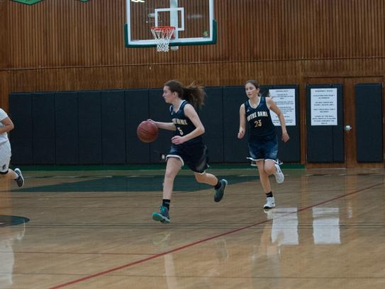 Notre Dame sophomore guard Angela Leavitt takes the