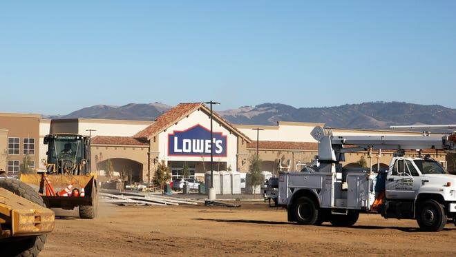 Construction of Lowe's Salinas, E. Boronda Road