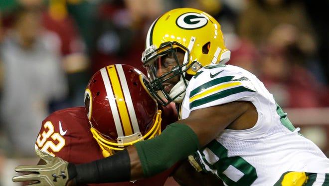 Green Bay Packers linebacker Joe Thomas tackles Washington running back Rob Kelley (32) for a loss during the first quarter at FedEx Field.