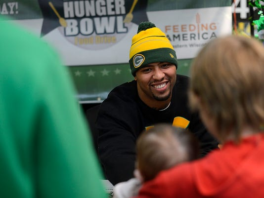 ES_GPG_Andrew Quarless_Defeat Hunger Bowl_1.13.15