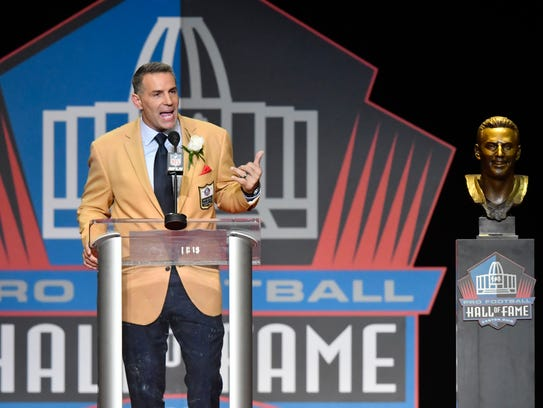 Former NFL quarterback Kurt Warner delivers his speech