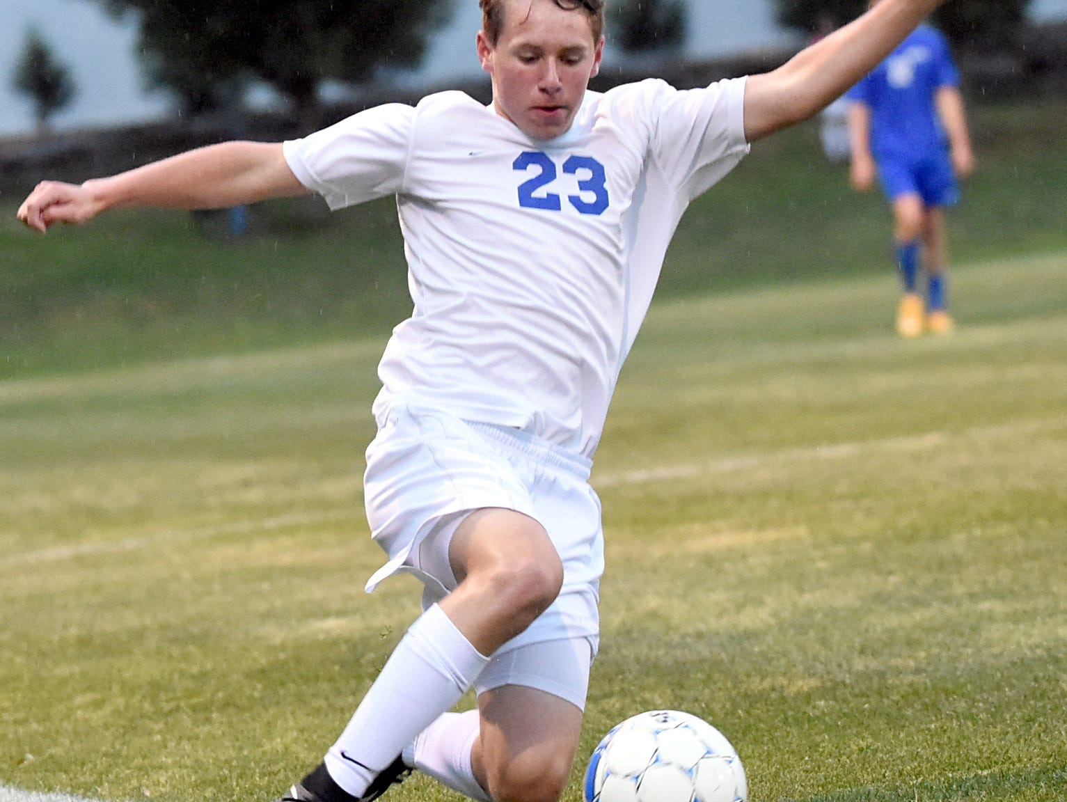 White House High junior Connor Hollis attempts to keep a ball in play along the sideline during the first half.