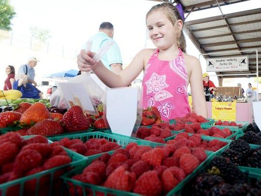SHR 0818 farmers market1 (2).jpg