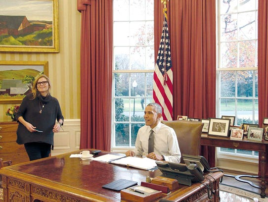 President Obama and Melissa Miller wait for Jerry Seinfeld