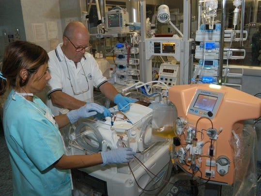 2014 209363821-Italy_Baby_Dialysis_Machine_LON812_WEB328401.jpg_20140522.jpg