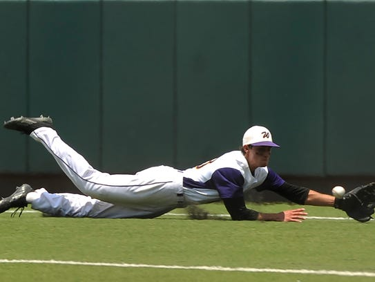 Wylie second baseman Tyler Henson (43) dives for a