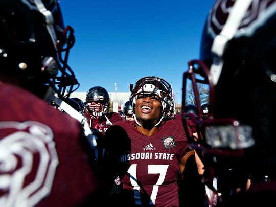 Missouri State Bears wide receiver Malik Earl (17) talks to his teammates prior to the start of a November 2016 game.