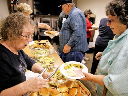 Carole Ely, left, serves Wanette Bausch during a meal hosted by the Desert Gold chapter of the Daughters of the American Revolution at the Farmington Vet Center on Tuesday.
