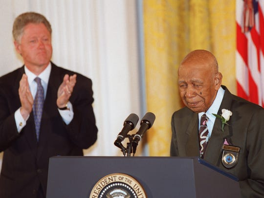 WASHINGTON, :  Ninety-four-year-old Herman Shaw (R) speaks as US President Bill Clinton looks on during ceremonies at the White House in Washington on  May 16, 1997 in which Clinton apologized to the survivors and families of the victims of the Tuskegee Syphilis Study. Shaw and nearly 400 other black men were part of a government study that followed the progress of syphilis and were told that they were being treated, but were actually given only a placebo.