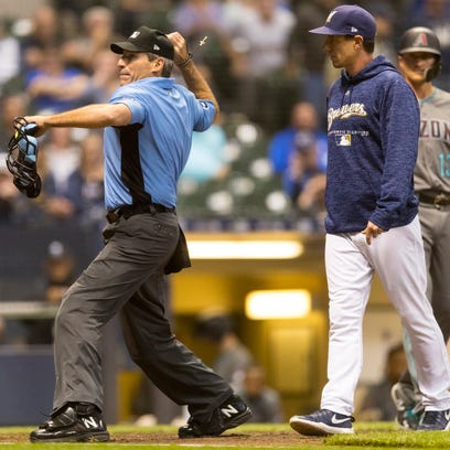 Angel Hernandez ejects Milwaukee Brewers manager Craig