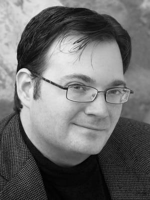 Author Brandon Sanderson.