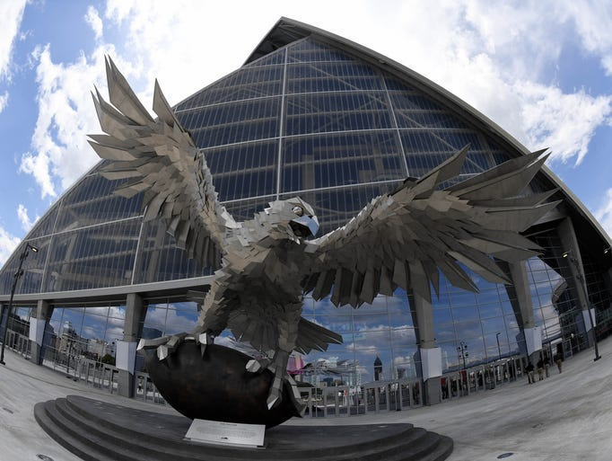 Atlanta falcons new stadium mercedes benz stadium for Mercedes benz stadium falcon statue