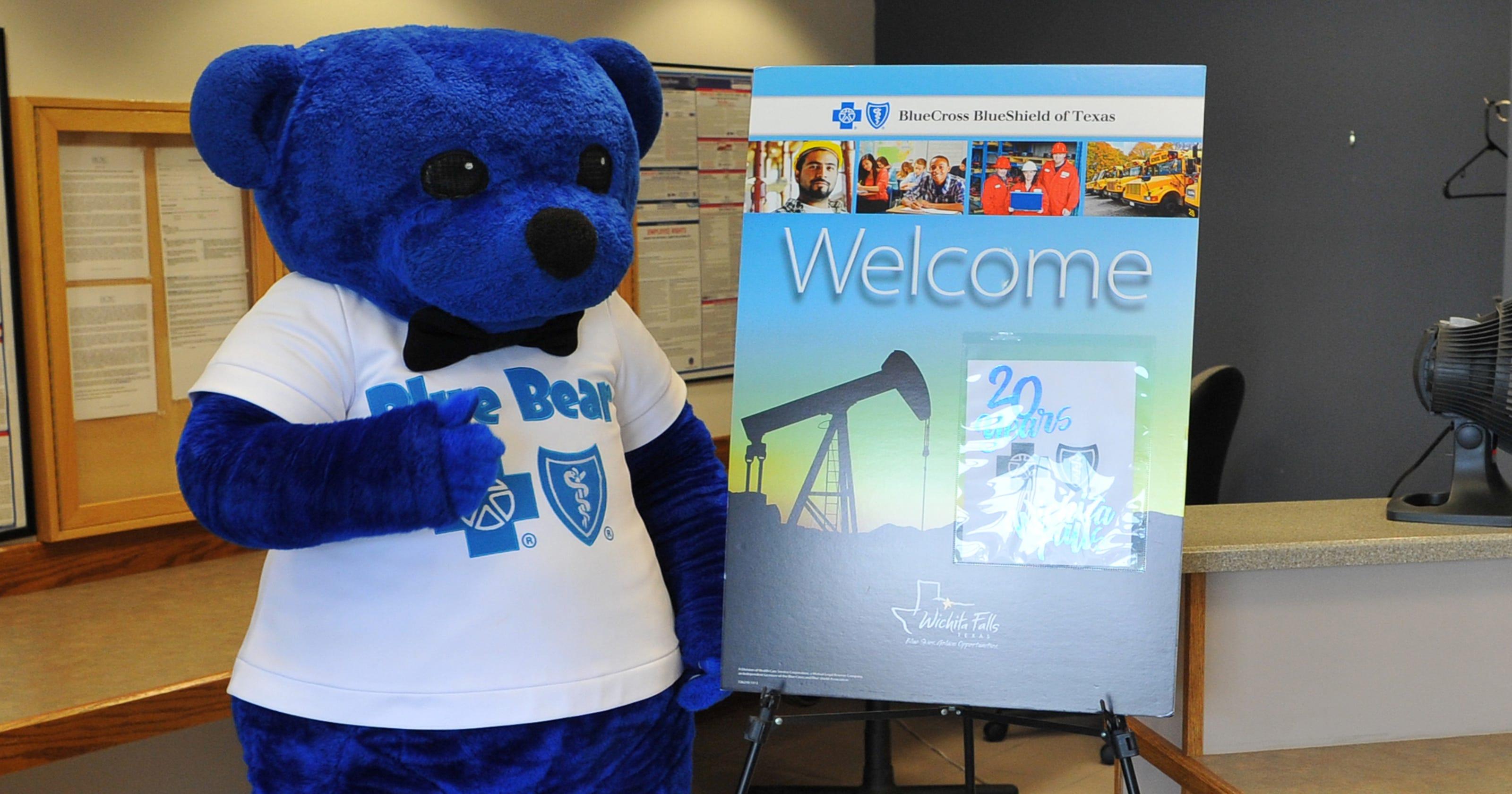 City leaders, employees celebrate Blue Cross Blue Shield of