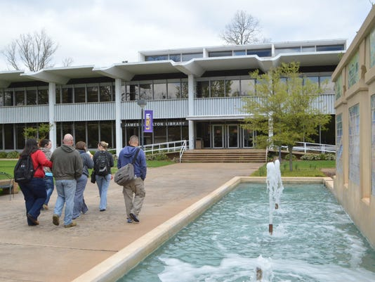 """ANI LSUA A group of LSUA students walk past the water fountain near the """"Quad"""" on the LSUA campus Monday April 7, 2014.-Melinda Martinez/mmartinez@thetowntalk.com"""