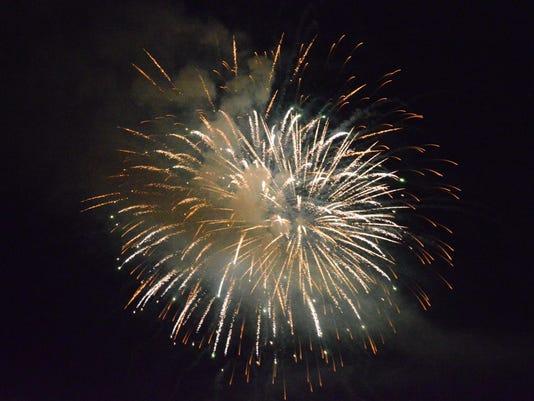 -05 CGO fireworks.JPG_20150706.jpg