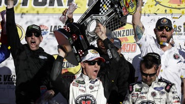 Harvick dominates Vegas for back-to-back Cup wins