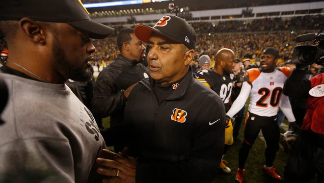 Monday, Dec. 29, 2014 BENGALS SPORTS : The Cincinnati Bengals head coach Marvin Lewis separates Pittsburgh Steelers head coach Mike Tomlin from his player free safety Reggie Nelson (20) after the two got into a shouting match on the field after the Bengals loss at Heinz Field. The Enquirer/Jeff Swinger