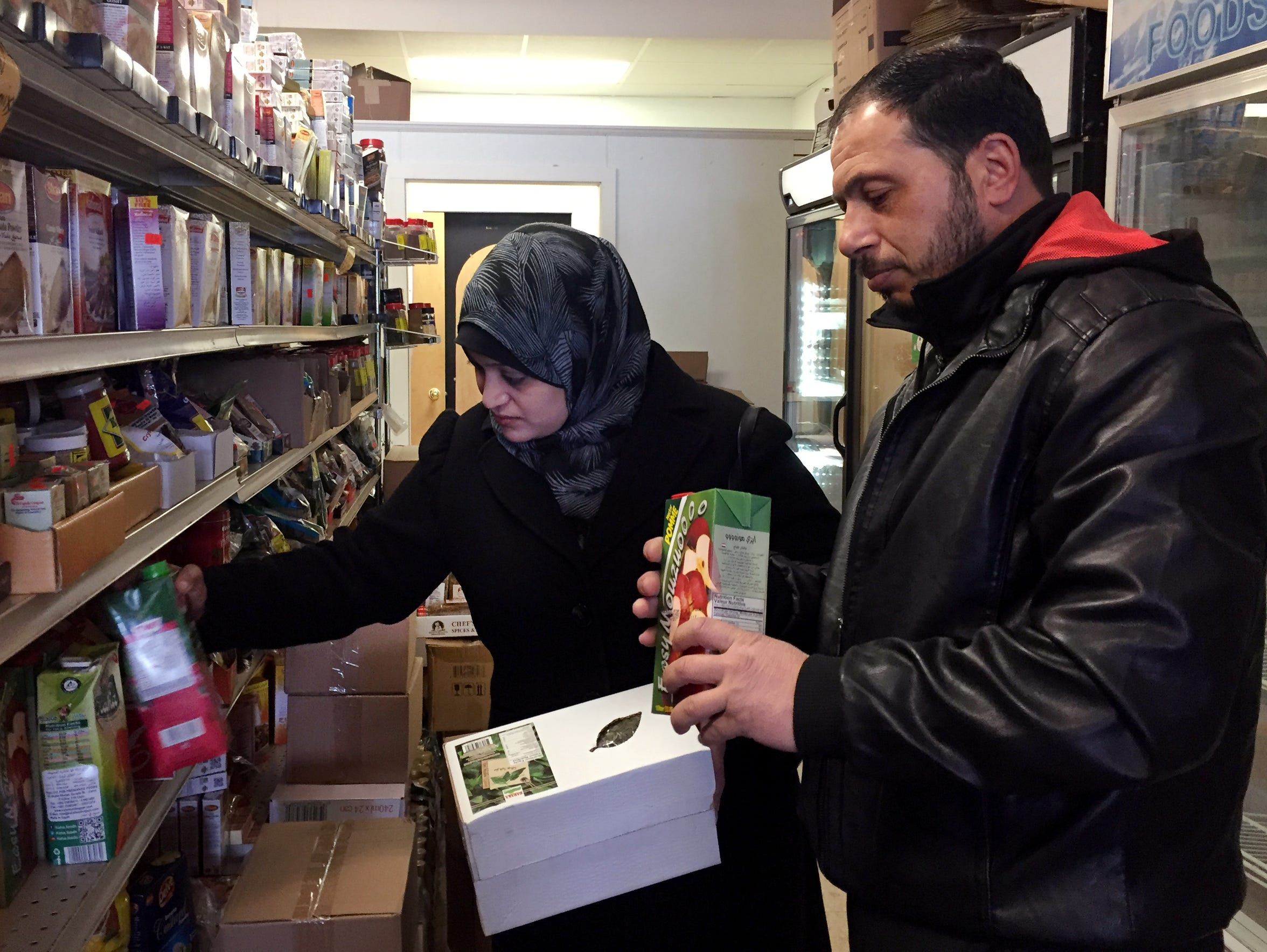 Syrian refugees Rula and Abdul shop at Istanbul Market