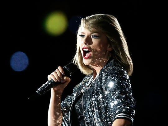 """Taylor Swift, """"Shake It Off"""" (2014) 