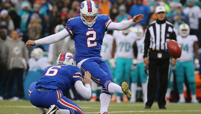 Bill kicker Dan Carpenter missed this field goal against the Dolphins and it ultimately cost Buffalo the game.
