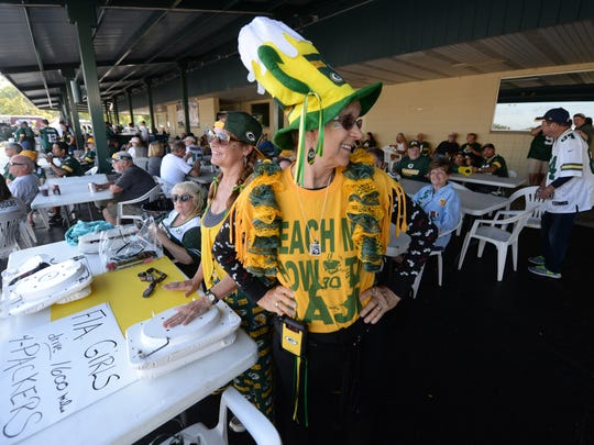 Florida-based Packers fans Elaine Lee from Ocala, right, and Laura Lee of Palm Beach enjoy the game-day atmosphere at Kroll's West.