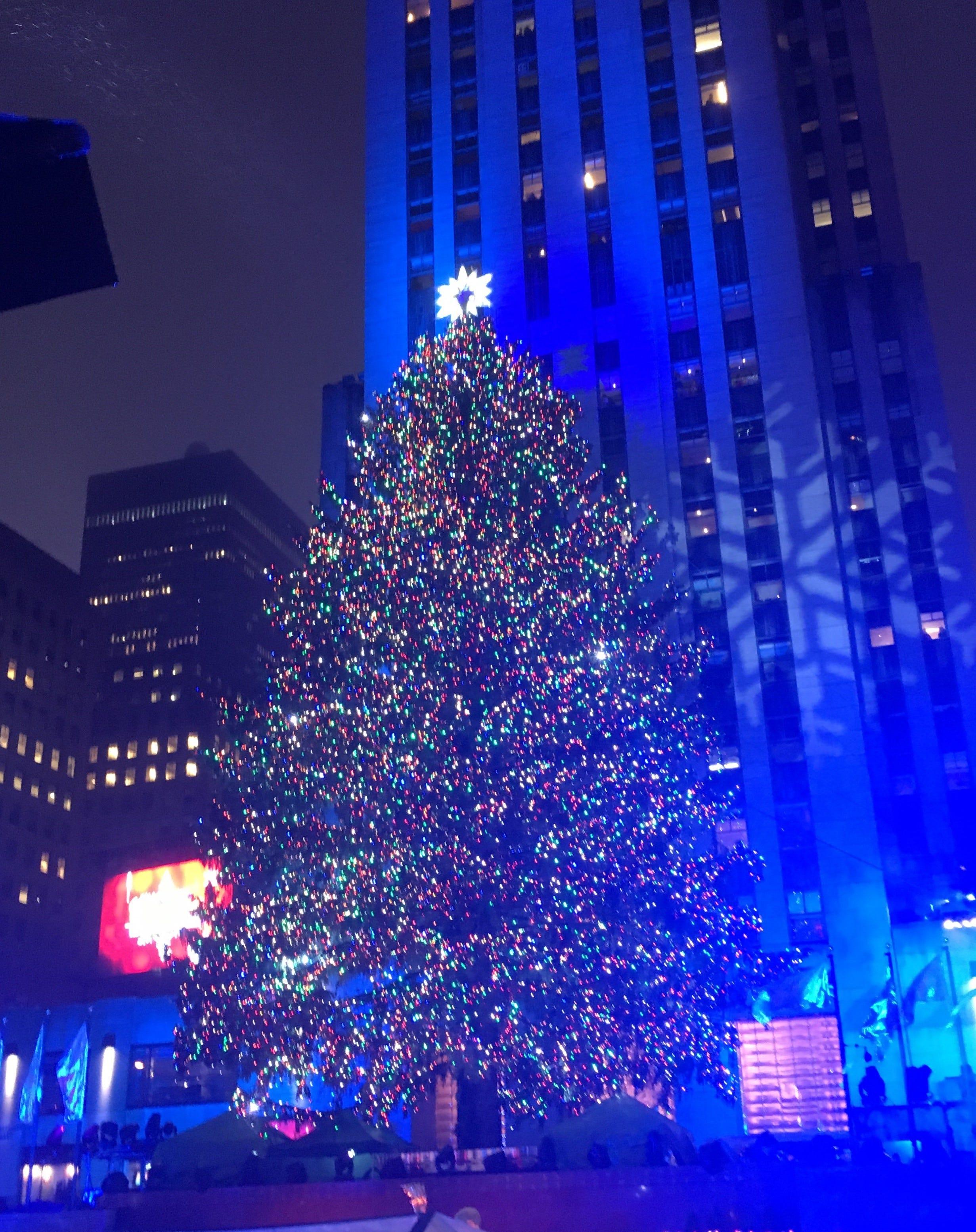 & The Rockefeller Center Christmas Tree lights up azcodes.com
