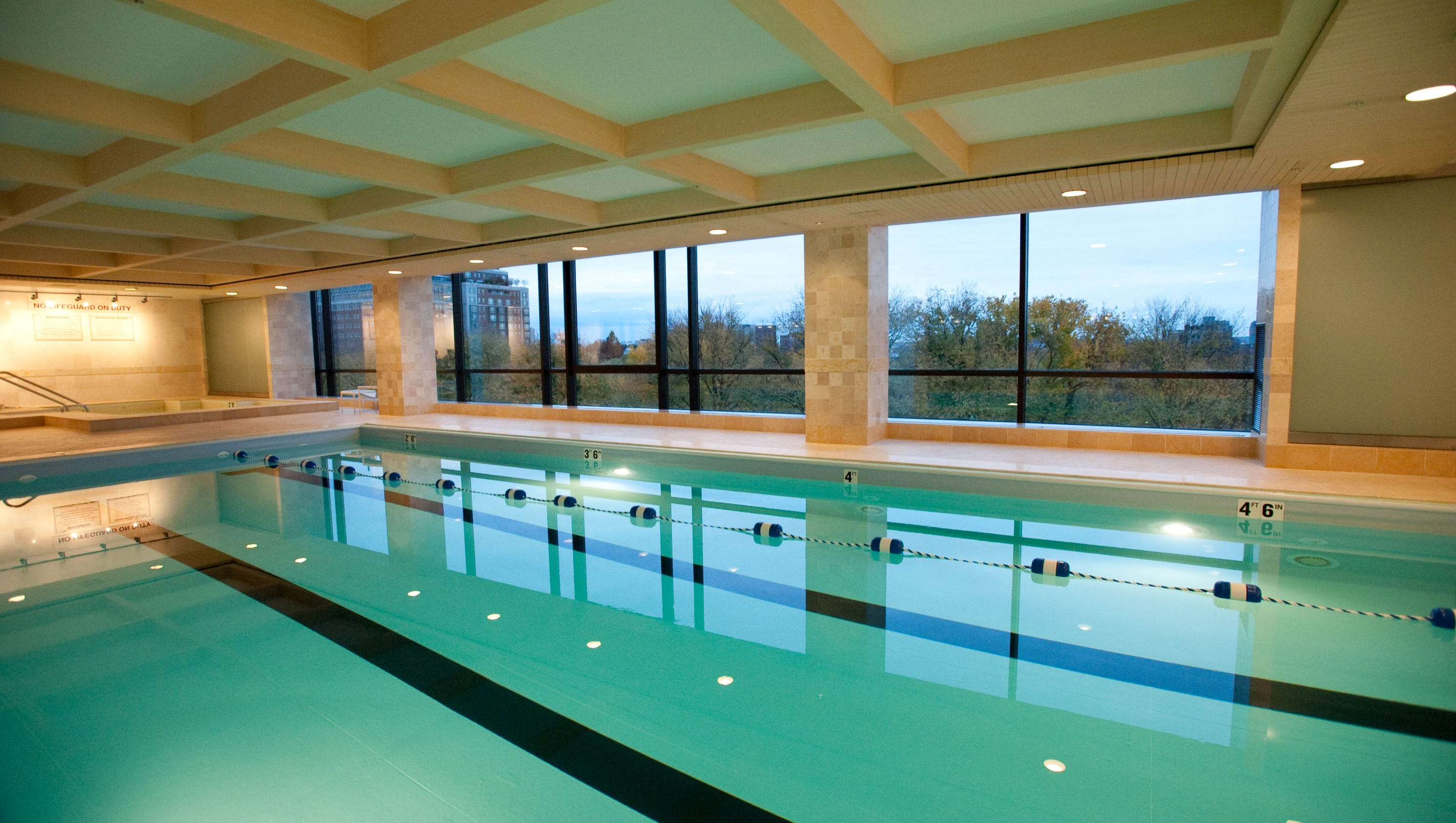 10 beautiful indoor hotel pools for Hotels with indoor pools in florida