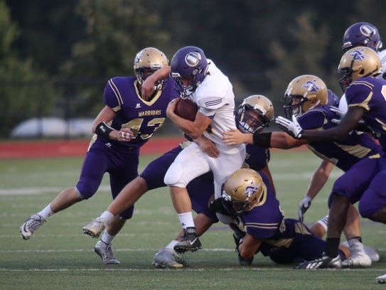 Indianola junior running back Dylan Hildreth tries