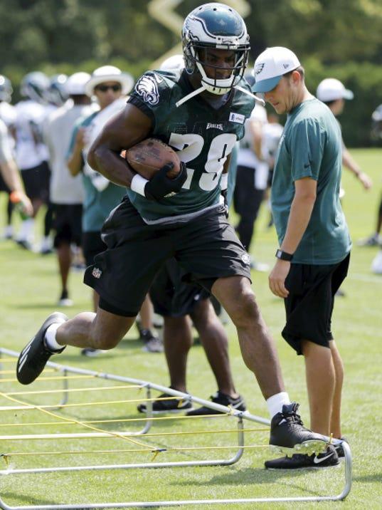 Philadelphia running back DeMarco Murray runs a drill during practice Monday in Philadelphia.