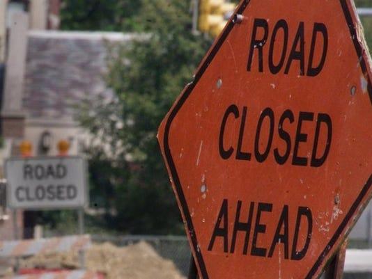 -roadclosedsigns.jpg20130718.jpg