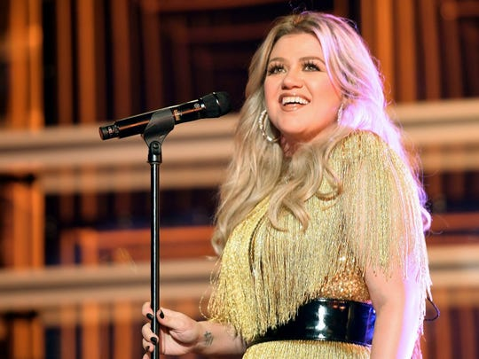 Kelly Clarkson plays the Landers Center on Saturday.
