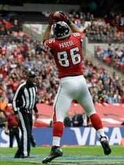 Atlanta Falcons tight end Bear Pascoe (86) catches a touchdown pass thrown by quarterback Matt Ryan (2) in the first half of the NFL football game against the Detroit Lions at Wembley Stadium, London, Sunday, Oct. 26, 2014.