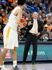 Tennessee head coach Rick Barnes, right, directs his