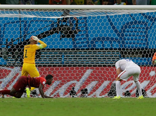 United States' goalkeeper Tim Howard reacts as Portugal's Silvestre Varela's header scores his side's second goal and tie the game 2-2 during the group G World Cup soccer match between the USA and Portugal at the Arena da Amazonia in Manaus, Brazil, Sunday, June 22, 2014. (AP Photo/Martin Mejia)